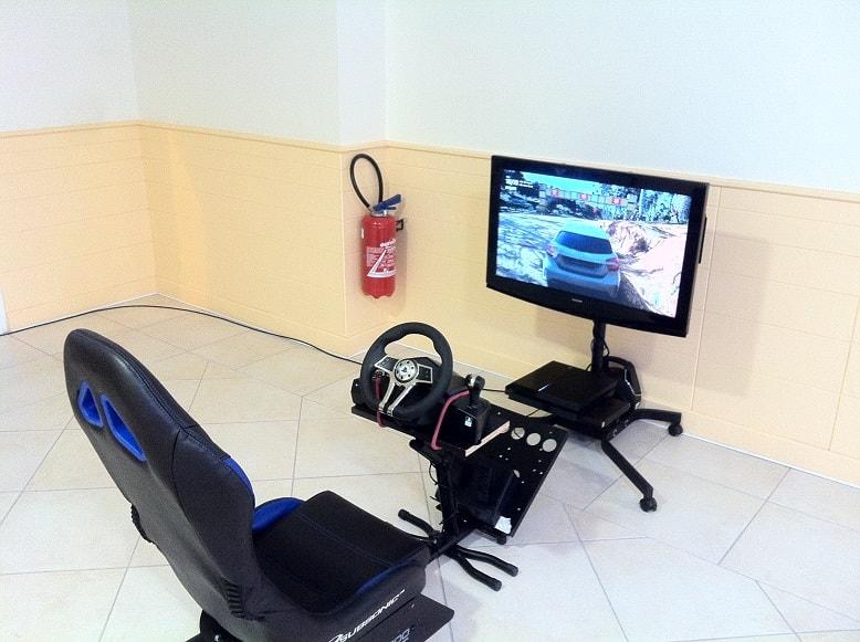 simulateur de course stand de jeu de course jeux video. Black Bedroom Furniture Sets. Home Design Ideas
